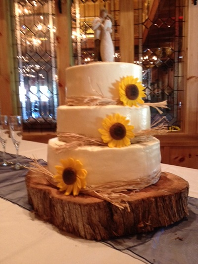 Rustic Theme Wedding Cake